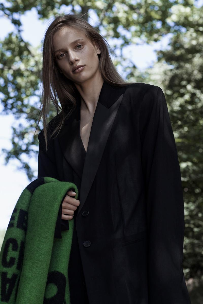 Sarah Dahl by Marco van Rijt for Vogue Ukraine September 2017