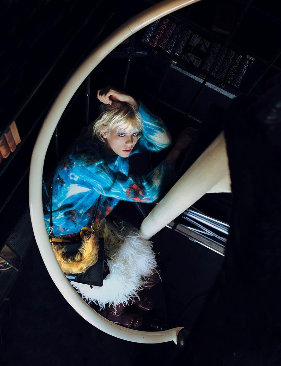 Marjan Jonkman covers Harper's Bazaar Korea September 2017 by Alexandra Sophie