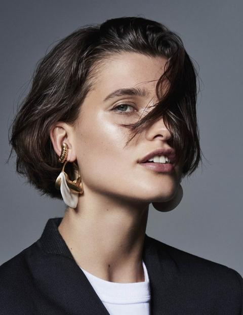 Julia van Os by Liz Collins for British Vogue November 2017