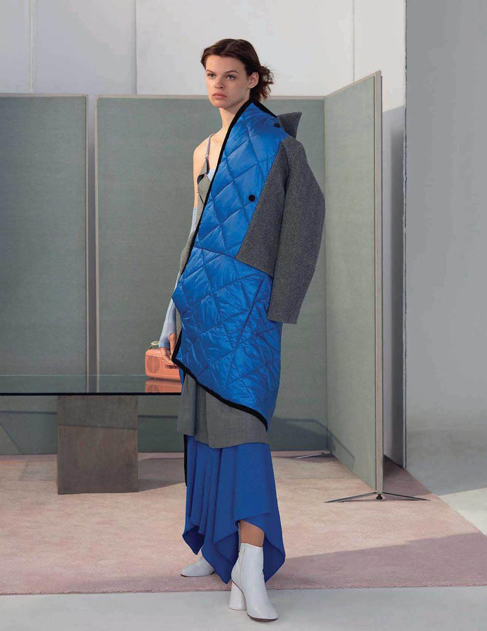 Cara Taylor covers Vogue China January 2018 by Roe Ethridge
