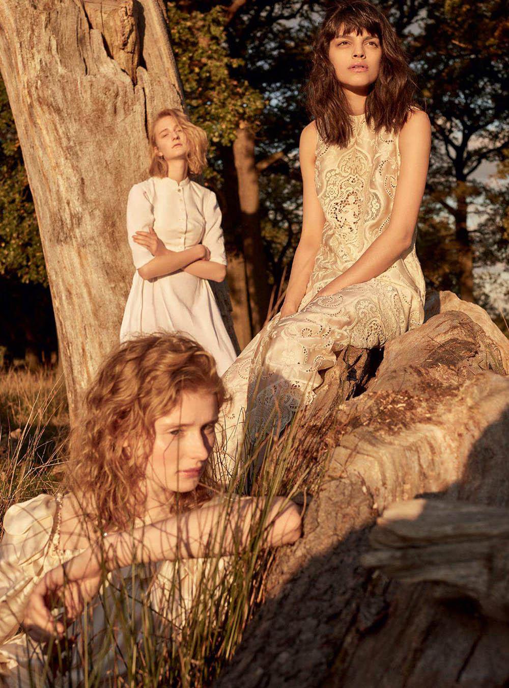 Harper's Bazaar UK May 2018 cover by Agata Pospieszynska