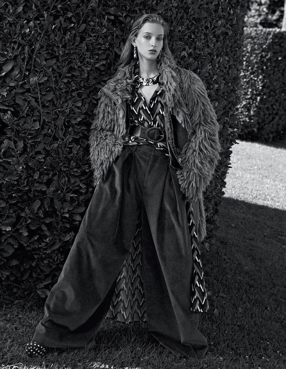 Kira Alferink by Mark Pillai for Elle Italia September 2018