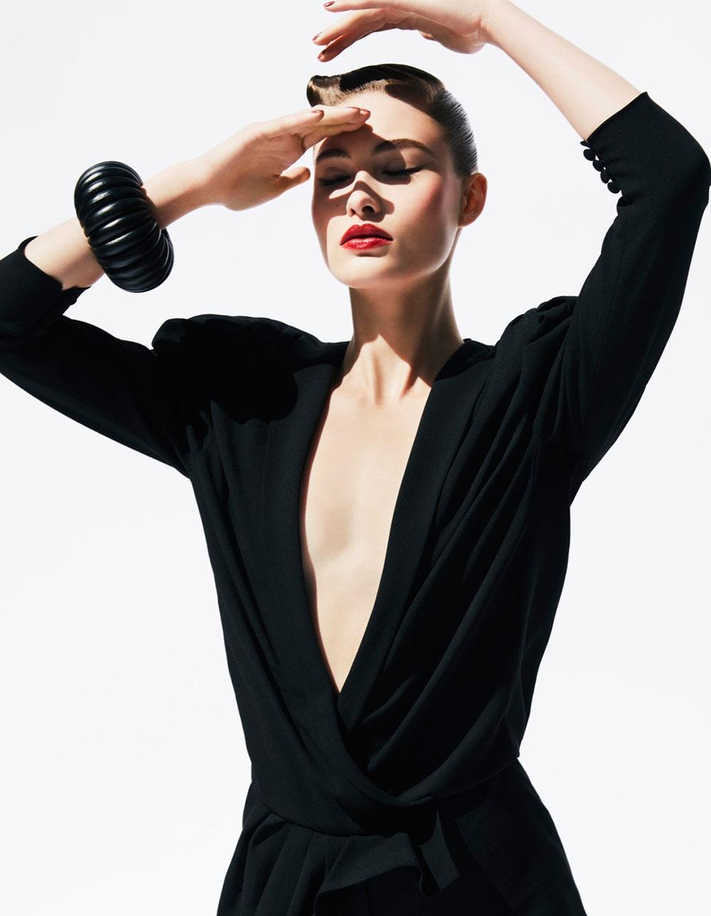 Grace Elizabeth covers Vogue China December 2018 by Sølve Sundsbø