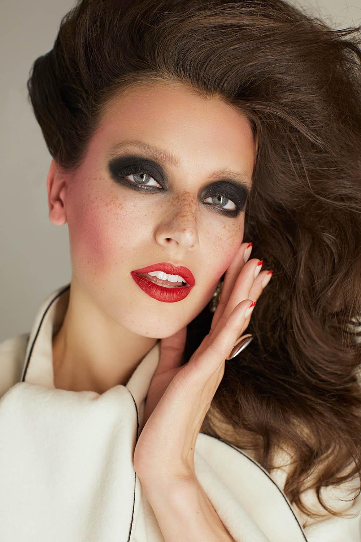 Jessica Clements by Cesar Balcazar for Glamour Bulgaria November 2018