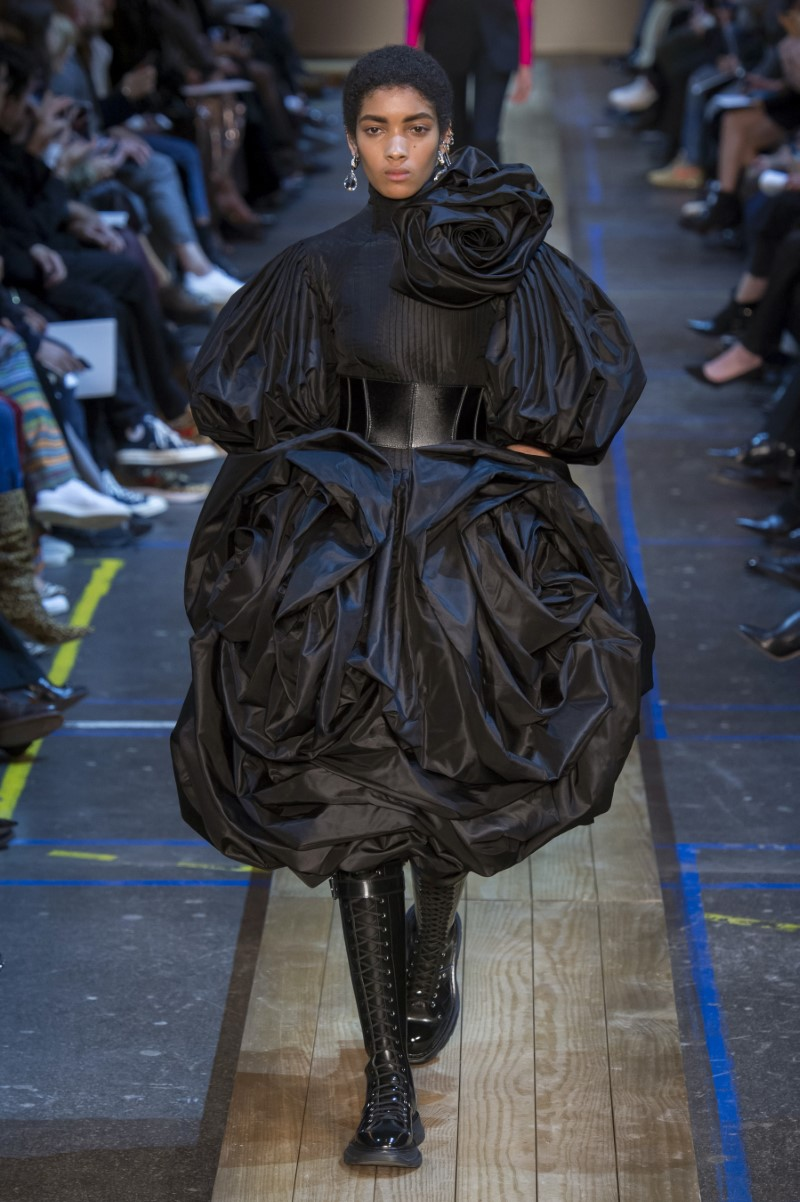 Alexander McQueen Fall Winter 2019 - Paris Fashion Week