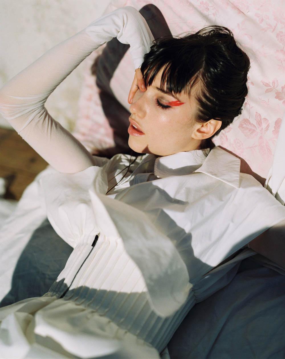Grace Hartzel covers Vogue Czechoslovakia April 2019 by Dan Beleiu
