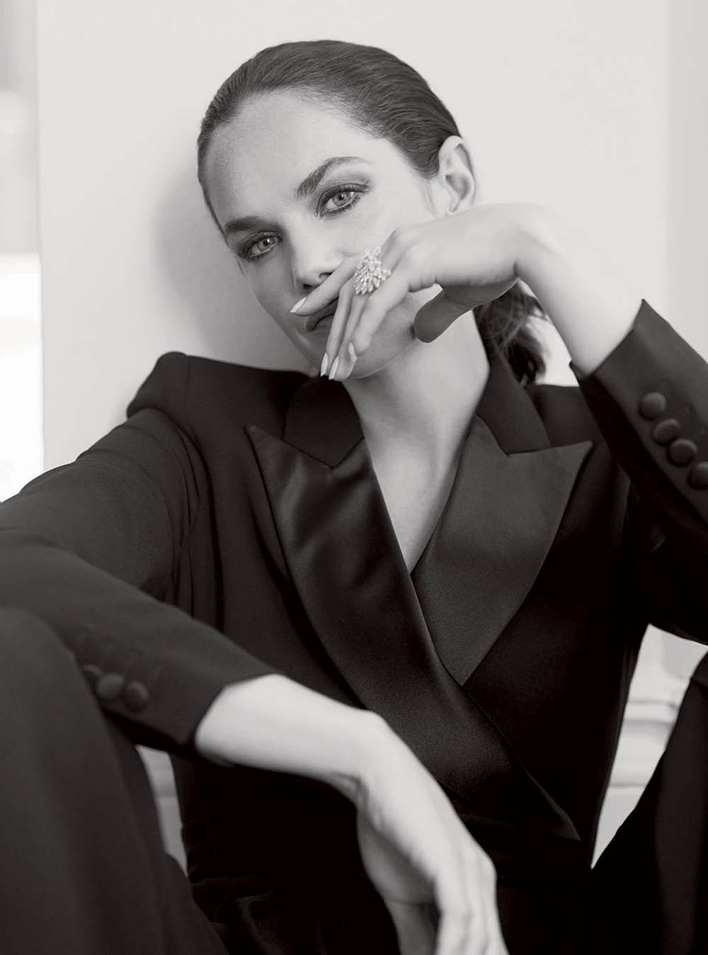 Ruth Wilson covers Harper's Bazaar UK December 2019 by Richard PhibbsRuth Wilson covers Harper's Bazaar UK December 2019 by Richard Phibbs
