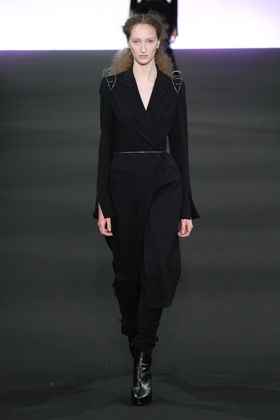Ann Demeulemeester - Fall Winter 2020 - Paris Fashion Week