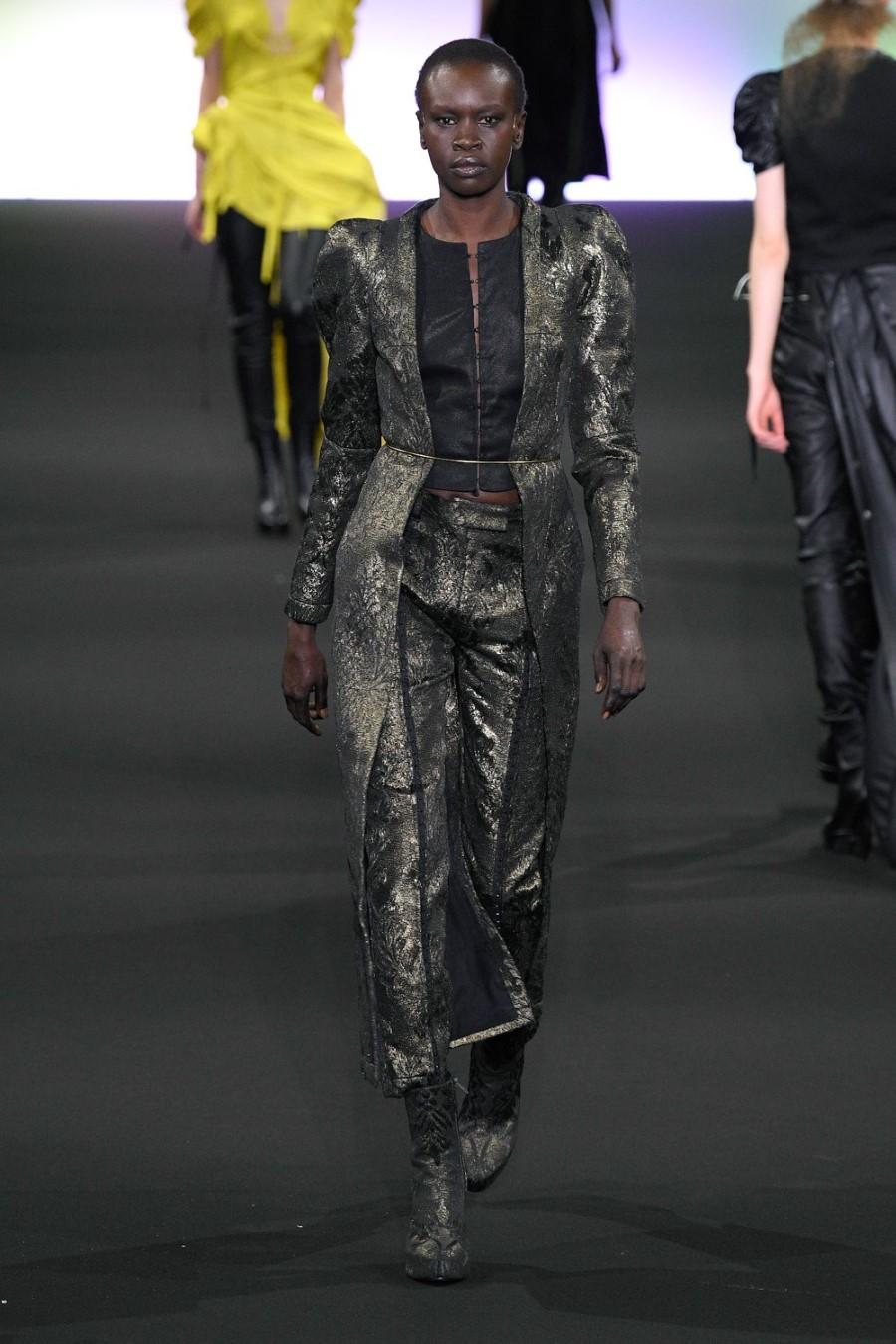 Ann Demeulemeester - Fall Winter 2020 - Paris Fashion Week