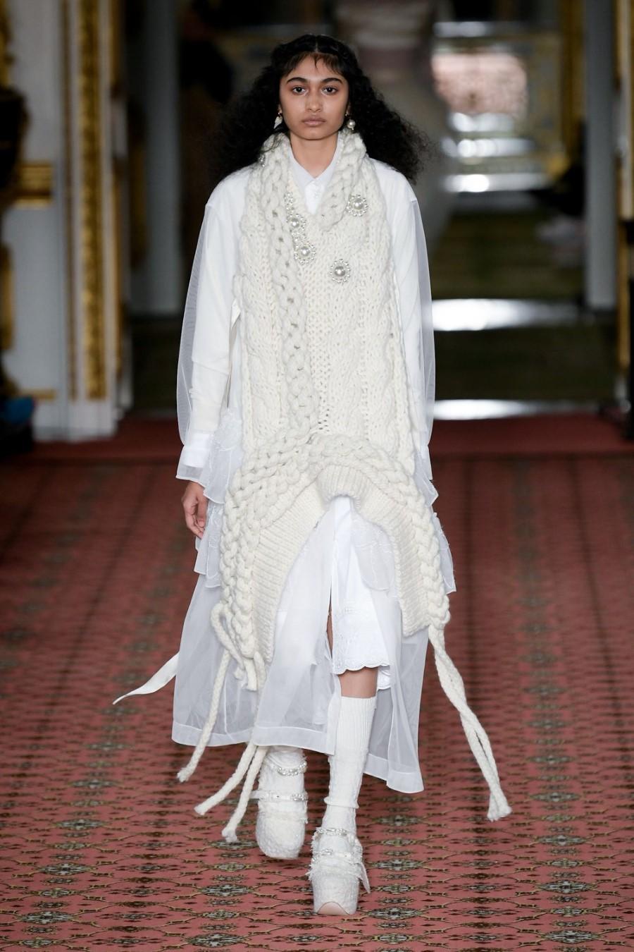 Simone Rocha - Fall Winter 2020 - LoSimone Rocha - Fall Winter 2020 - London Fashion Weekndon Fashion Week
