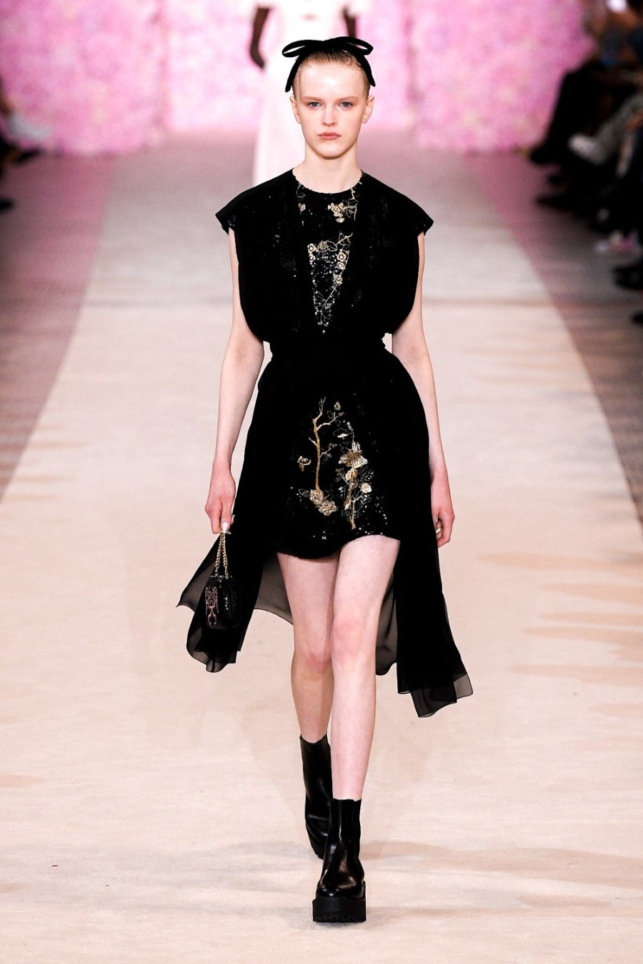 Giambattista Valli - Fall/Winter 2020 - Paris Fashion WeekGiambattista Valli - Fall/Winter 2020 - Paris Fashion Week