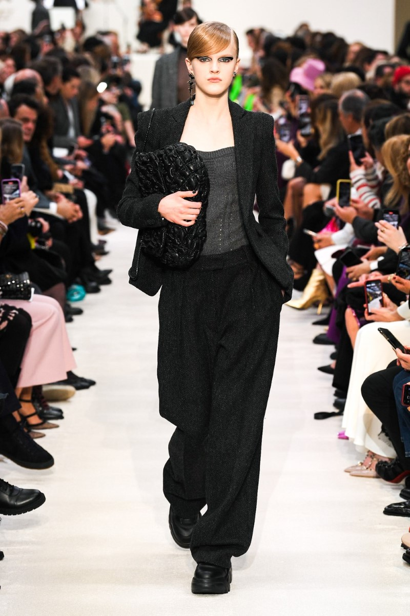 Valentino - Fall Winter 2020 - PaValentino - Fall Winter 2020 - Paris Fashion WeekValentino - Fall Winter 2020 - Paris Fashion Weekris Fashion Week