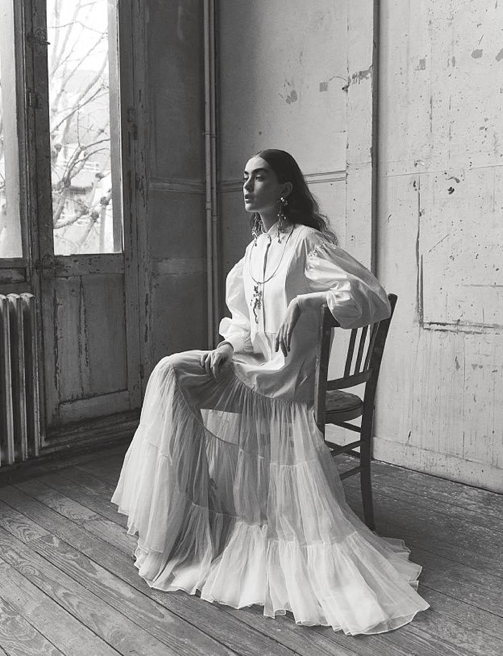 Alisha Nesvat covers Amica Magazine April 2020 by Nicolas Valois
