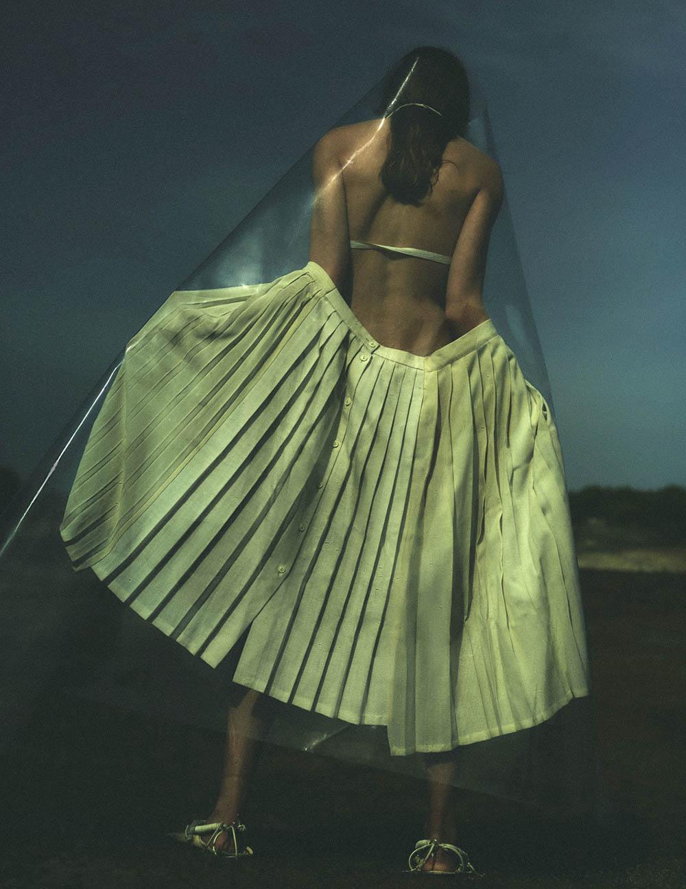 Amber Valletta covers Vogue Netherlands July August 2020 by Annemarieke van Drimmelen