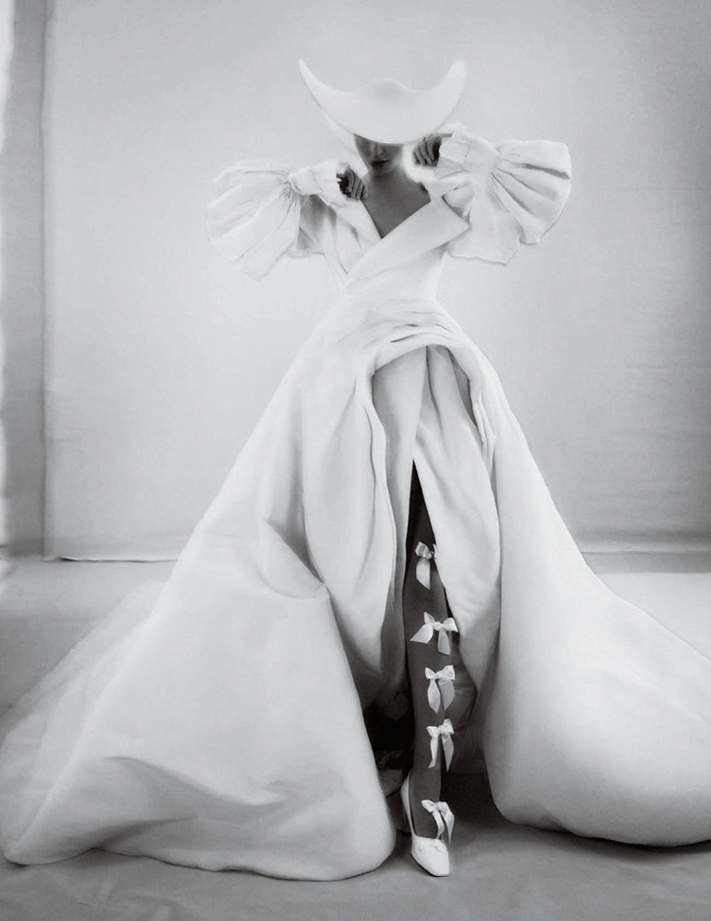 Amber Valletta covers Vogue Spain December 2020 by Txema Yeste
