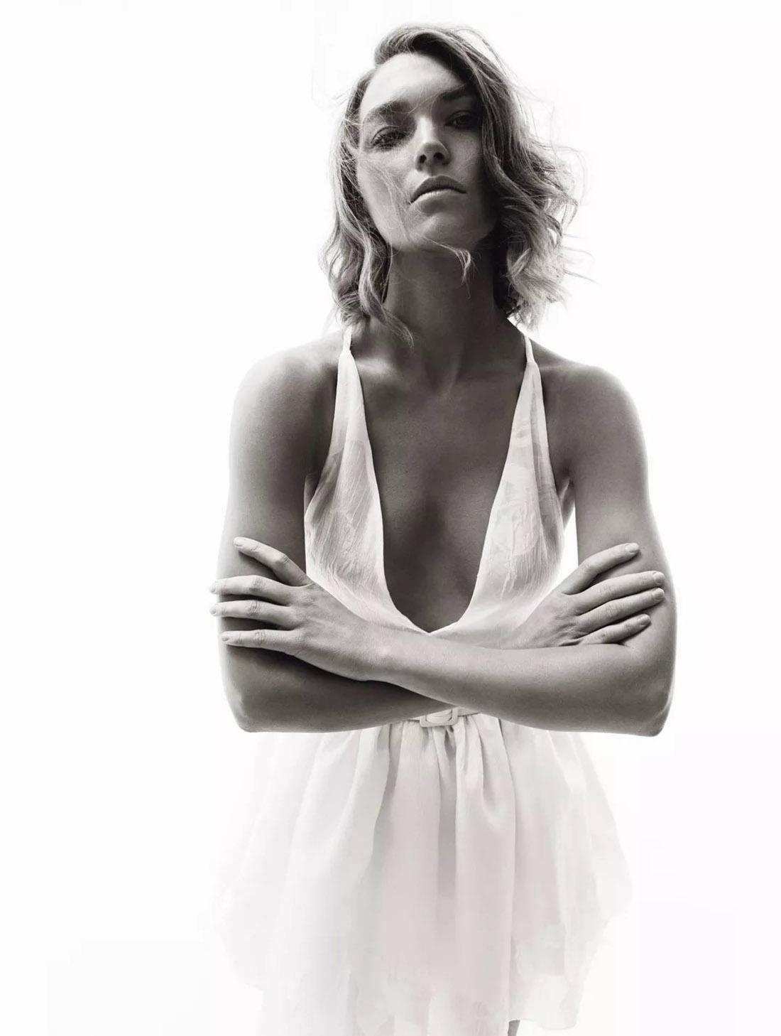 Arizona Muse covers Madame Figaro February 26th, 2021 by Thiemo Sander