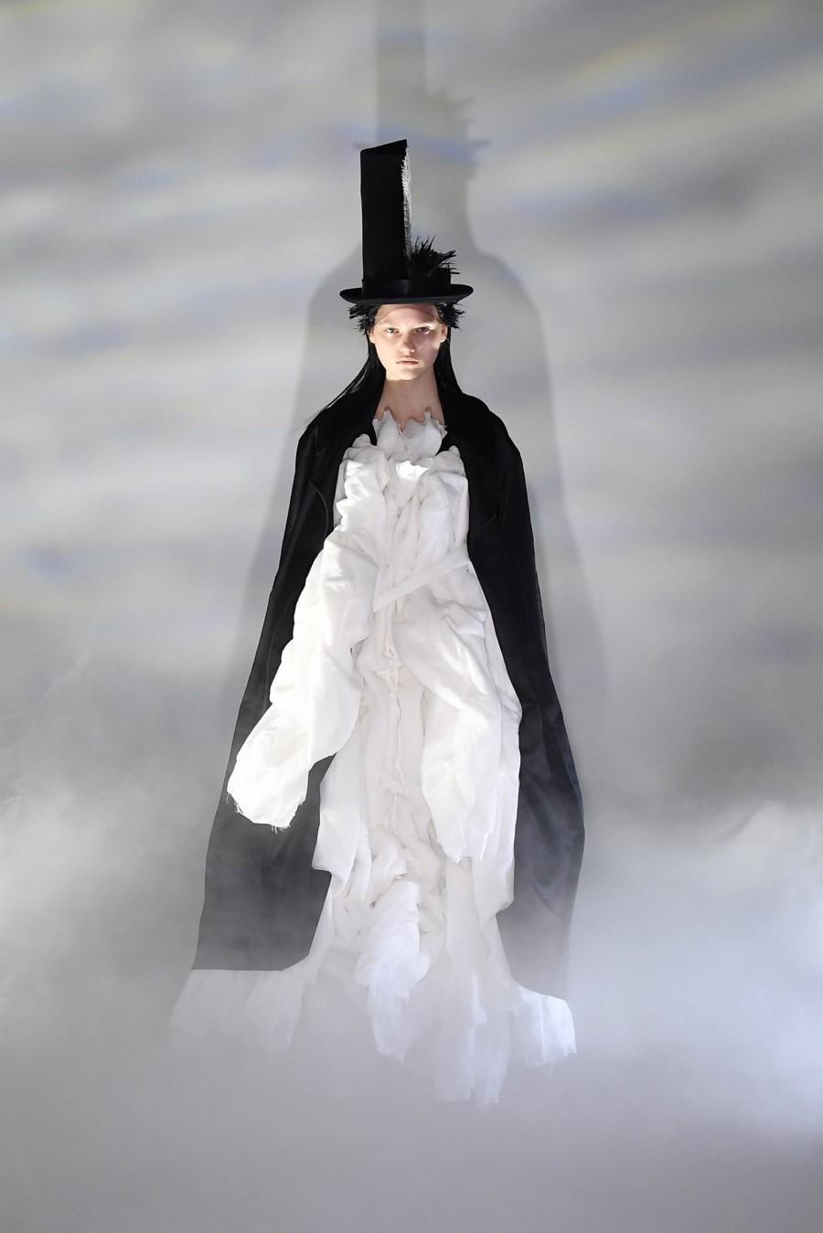 Comme des Garçons Fall Winter 2021 - Tokyo Fashion Week