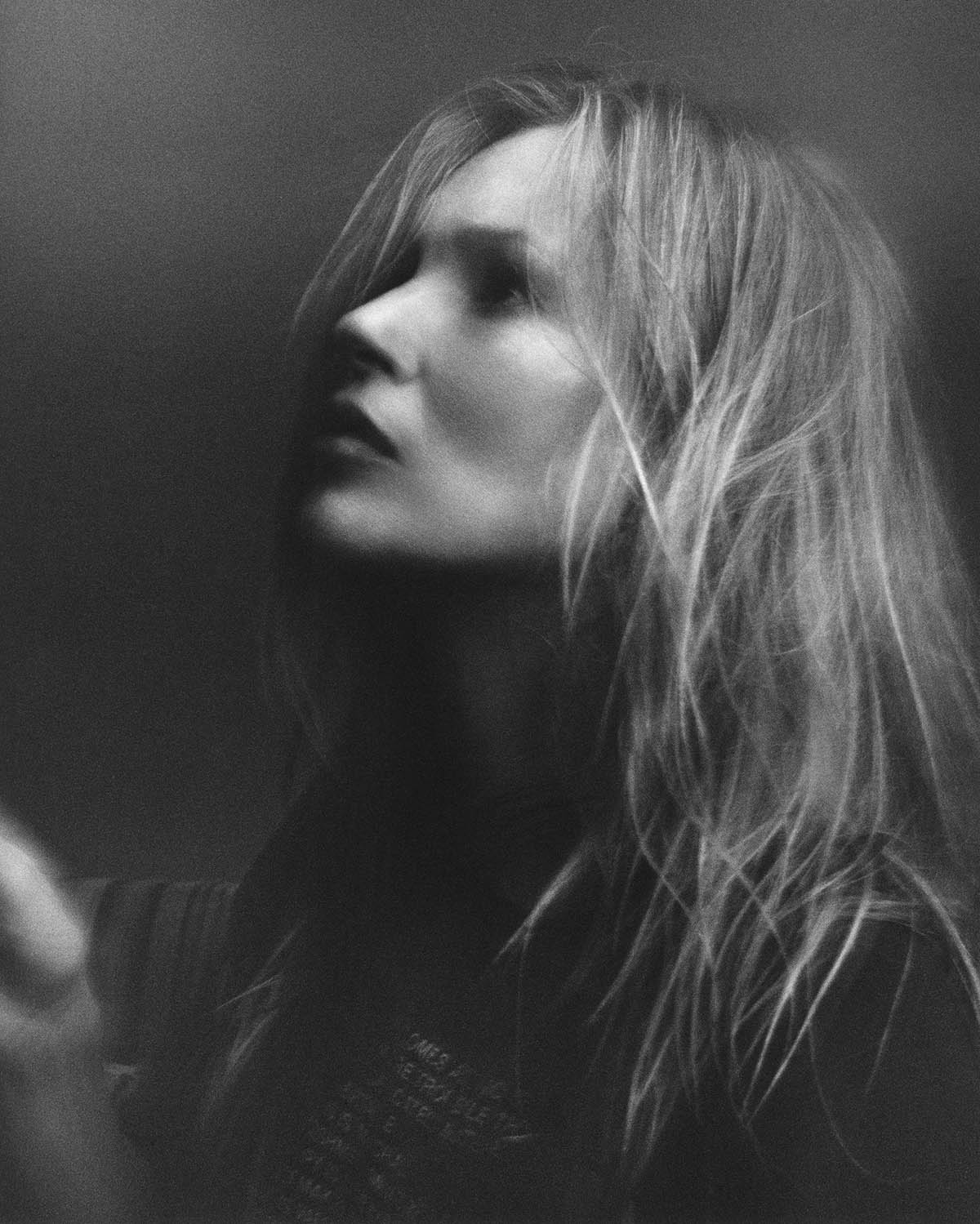 Kate Moss covers i-D Magazine Issue 362 by Jamie Hawkesworth