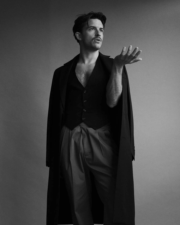Jonathan Bailey covers L'Officiel Hommes Italia Issue 26 Digital Edition by Jason Hetherington