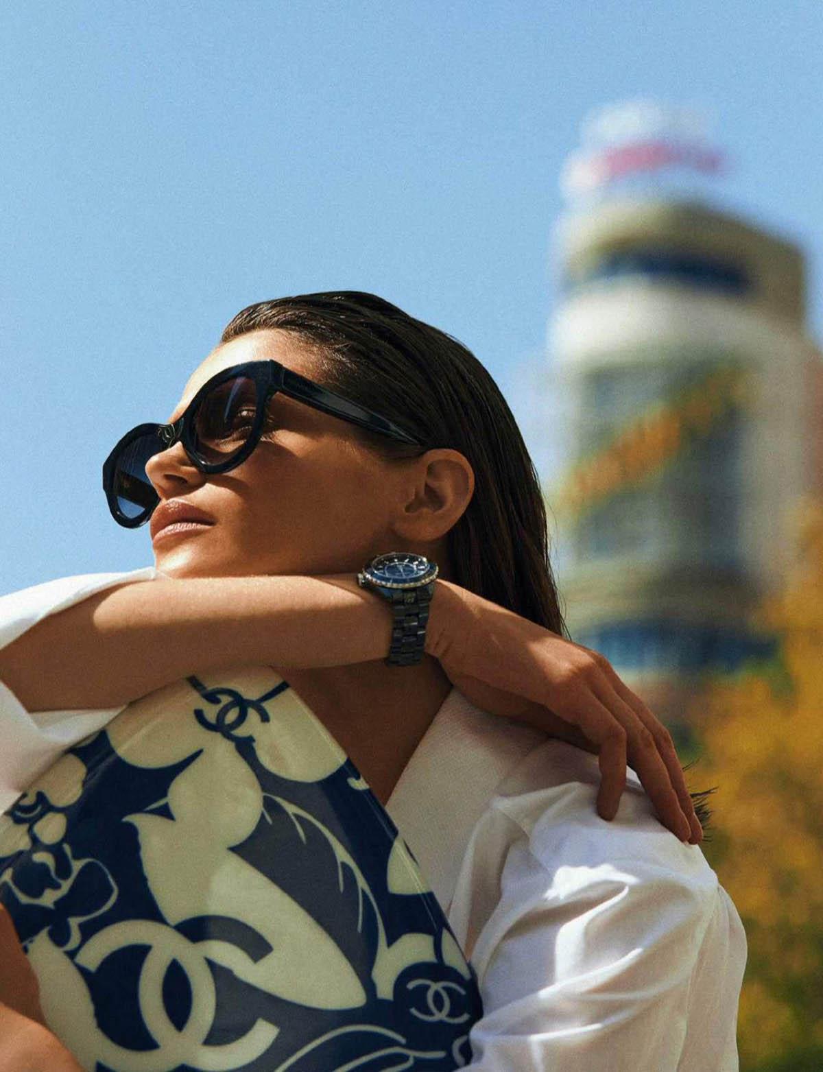 Marta Marghidanu by Dario Aranyo for Elle Spain May 2021