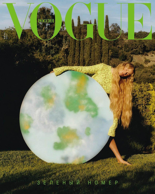 Carolyn Murphy covers Vogue Russia June 2021 by Alexander Saladrigas