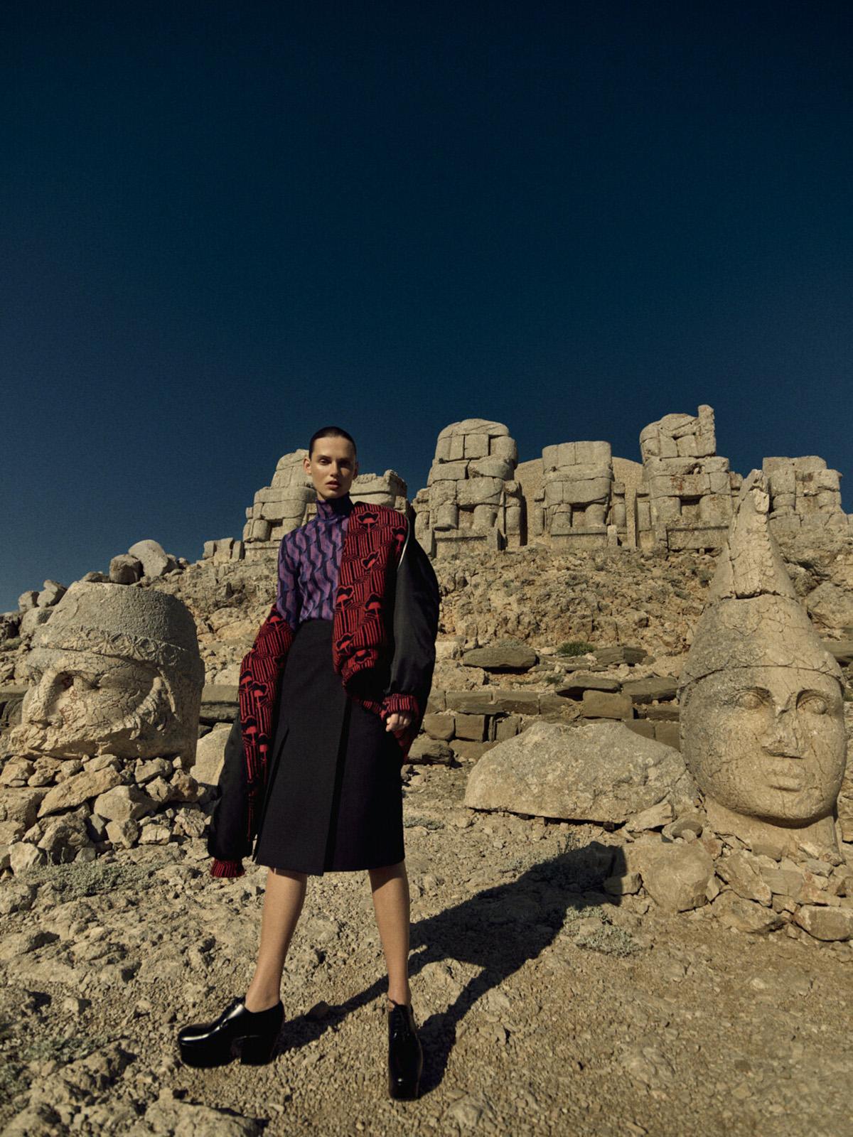 Giedre Dukauskaite covers Vogue Turkey September 2021 by Yulia Gorbachenko