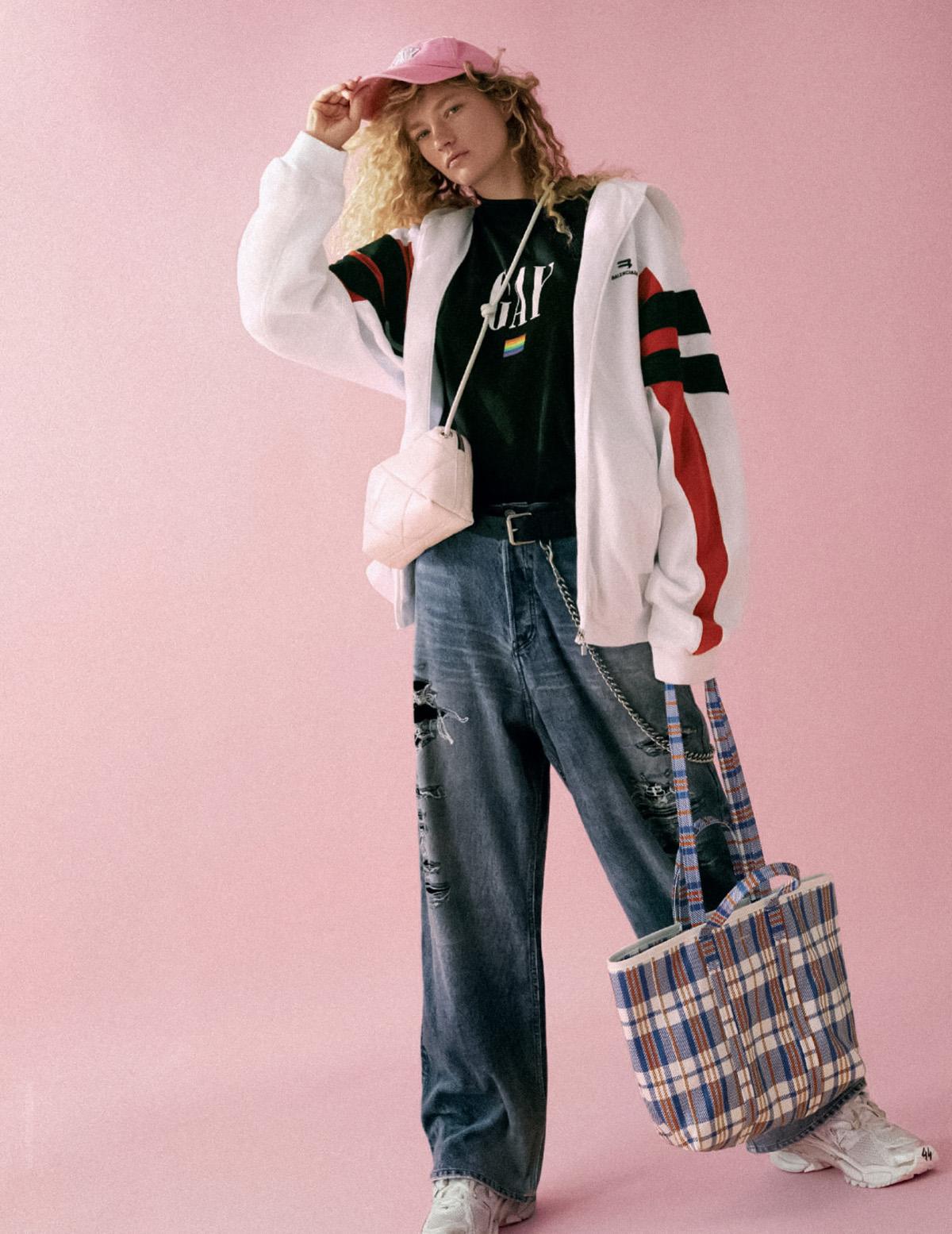 Sophia Ahrens covers Elle Italia October 7th, 2021 by Xavi Gordo