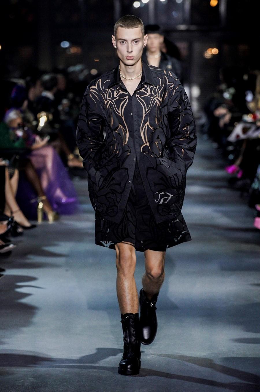 Valentino Spring Summer 2022 - Paris Fashion Week